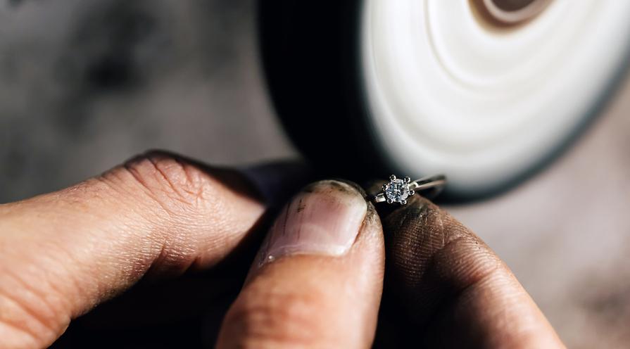 Guldsmed som omarbetat en ring